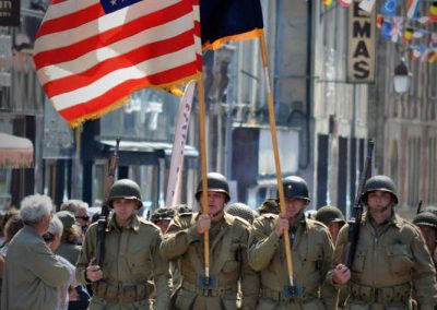 Arrivée de la liberty march dans Carentan