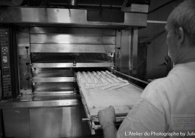 Le boulanger, on ne peut être au four et au moulin